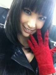 Happiness 公式ブログ/赤い手袋に注目☆MAYU 画像1