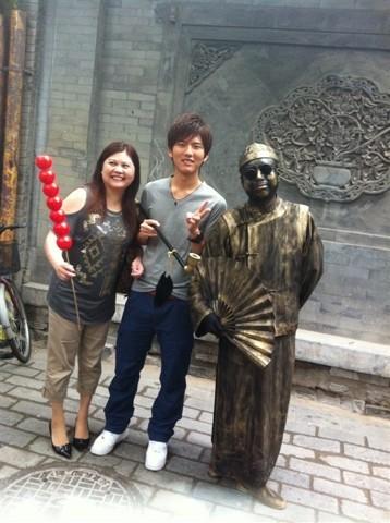 銅像にそっくりな人間!お母さんと俺