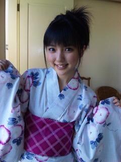 浴衣姿の真野恵里菜さん