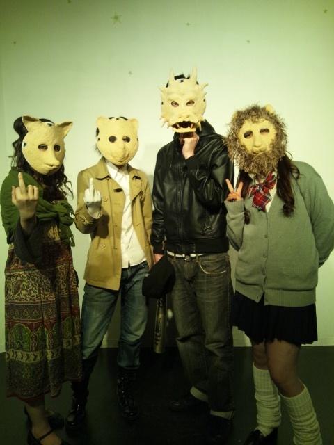犯罪者4人☆仮面を付けて!