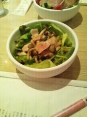 弥音夏 公式ブログ/サラダたべながら 画像1