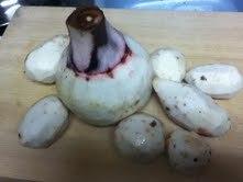 まな板の上の(里芋親芋と子芋