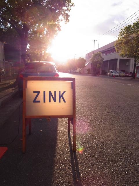 こんなアメリカンな場所にあるZINKさん♪