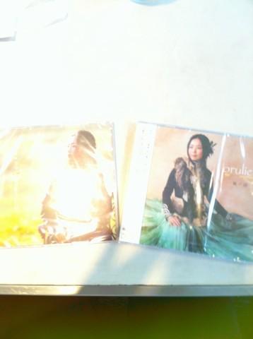 今日は2dシングルと初アルバム同時発売日です!