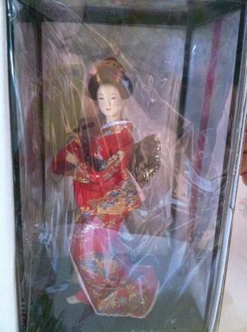 ファンの方からいただいた素敵な日本人形来月内モンゴルへ持って行く