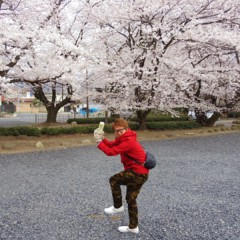カトウトモタカ 公式ブログ/真冬の格好でさらに手袋をしての花見。季節感があるのかないのか。 画像1