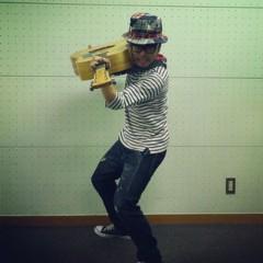カトウトモタカ 公式ブログ/今日のblog写真は、久々にスナイパーのイメージ。ギターの持ち方変えてみました。 画像1