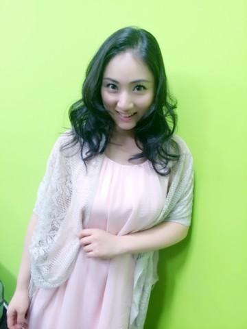 ワンピースを着た紗綾の私服の画像