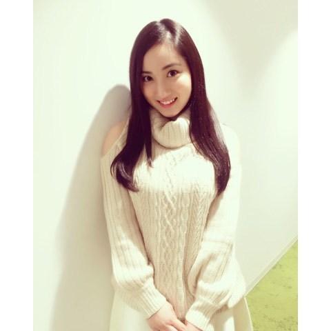 【Fカップ】グラビアアイドル紗綾の私服〜水着の高画質な画像まとめ!
