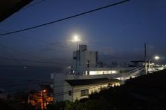 川島けん 公式ブログ/夜明けちょっと前の月、綺麗だったから。 画像1