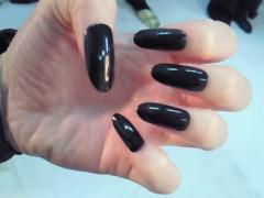 秋山莉奈 公式ブログ/唇と黒い爪 画像2
