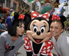 ケイティ・ペリー プライベート画像/@DisneyWorld 2009April minnie_01