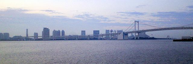 日の出桟橋から望む虹橋とお台場