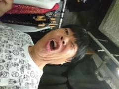 ゴジーラ久山 公式ブログ/楽屋でヘアーカット。 画像1