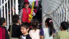 アントニオ小猪木 公式ブログ/大道芸人対子供達! 画像1