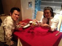 アントニオ小猪木 公式ブログ/デザートを手に 画像1