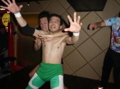アントニオ小猪木 公式ブログ/ミニ沢を裸絞め! 画像1