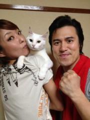 アントニオ小猪木 公式ブログ/山本紗代とネコ 画像1