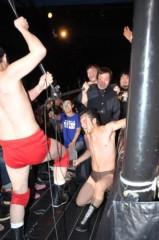 アントニオ小猪木 公式ブログ/11周年記念試合場外乱戦! 画像1