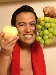 アントニオ小猪木 公式ブログ/マスカットと桃! 画像1