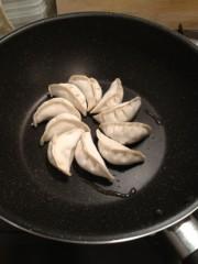 アントニオ小猪木 公式ブログ/家でダンジー餃子を作ろう 画像1