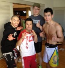アントニオ小猪木 公式ブログ/高知で韓国選手たちと写真 画像1