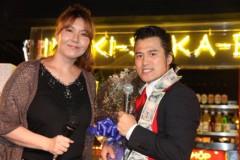 アントニオ小猪木 公式ブログ/ブル中野さんから花束 画像1