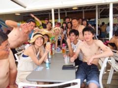 アントニオ小猪木 公式ブログ/まずは海の家で皆で写真! 画像1