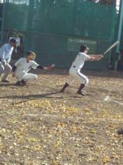 アントニオ小猪木 公式ブログ/落ち葉散る中の草野球 画像1