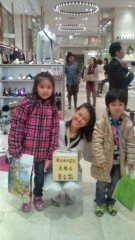 岡本夏生 公式ブログ/愛ある子供達にかこまれて… 画像1