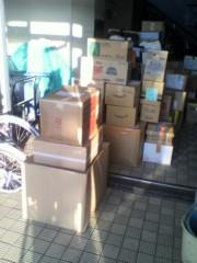 岡本夏生 公式ブログ/石巻の明友館で皆さんから頂いた大切な物資を積んでる写真です。 画像3