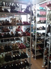 岡本夏生 公式ブログ/靴だらけの物欲大会(美女だらけの水泳大会)風に… 画像1