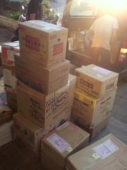 岡本夏生 公式ブログ/石巻の明友館で皆さんから頂いた大切な物資を積んでる写真です。 画像2