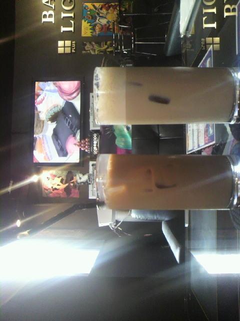 右側は泡立ちコーヒー