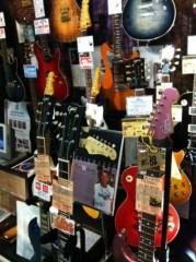 オーバービークル 公式ブログ/楽器屋さんにて 画像1