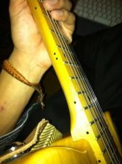 オーバービークル 公式ブログ/ギター弾く時の必需品 画像1