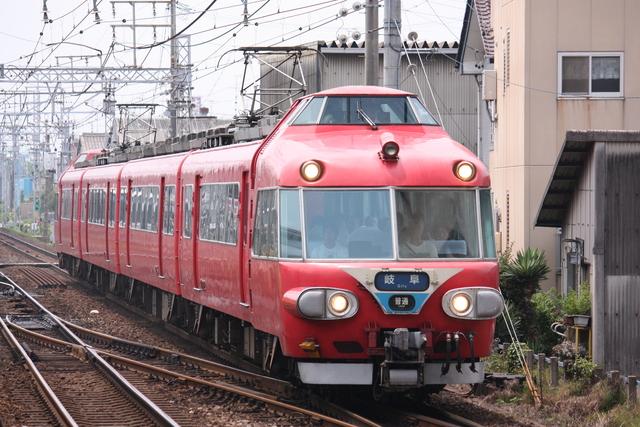 日本国内初の2階運転室がある鉄道車両!