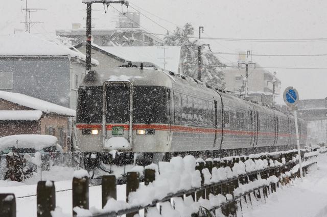 雪の似合うJR特急!