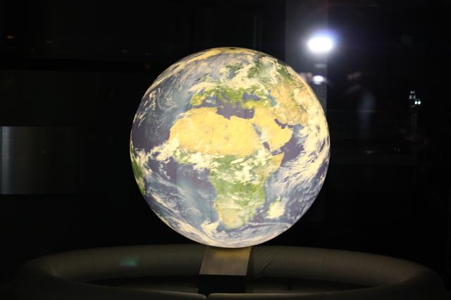 地球は回る