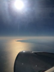 麻倉未稀 プライベート画像 コロンボへ向かう機内から