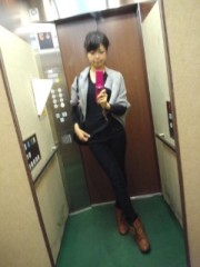 彩羽真矢 公式ブログ/決めポーズinエレベーター 画像1
