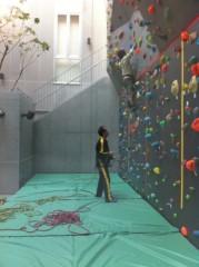 鬼塚忠 公式ブログ/へんてこな壁を発見。ロッククライミング? 画像1