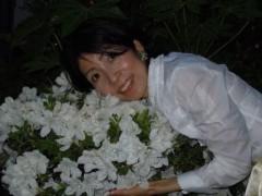 石川恵深 公式ブログ/お庭の☆白いつつじ☆を見て(*^_^*) 画像2