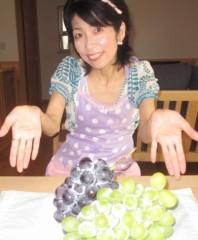 石川恵深 公式ブログ/葡萄…どっちから? エミコメ!(^^)! 画像1