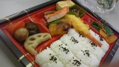 白井佐奈 公式ブログ/ まずわ…腹ごしらえ〜!!幕ノ内弁当わ定番です★食べかけハス 画像1