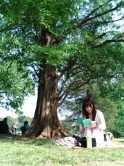 中川杏奈(W∞アンナ) プライベート画像 ピクニックで読書するいい子なフリ♪笑